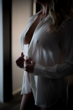 Henrita independent escort in Hazel Crest