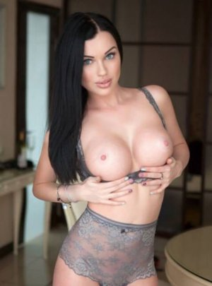 Yoanna independent escort